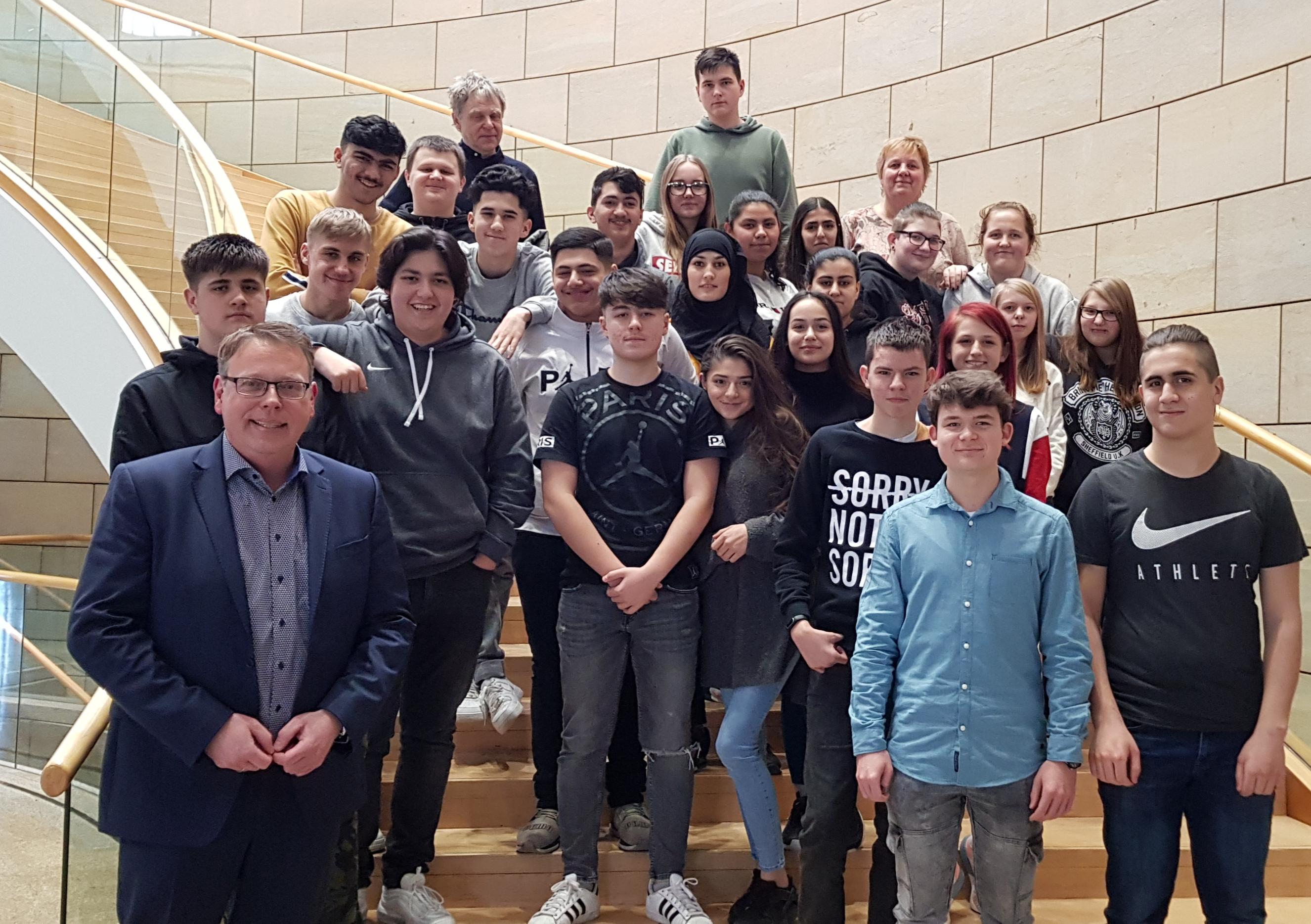 Schülerinnen und Schüler der Kurt-Tucholsky-Gesamtschule zu Gast im Landtag